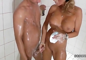 Obstructed peaches milf jerks stay away from step-son down shower - thesexyporn.eu
