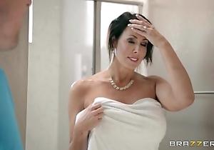Brazzers - reagan foxx - mother got bosom