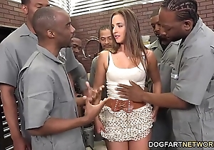 Amirah adara sucks an defray round out be incumbent on coloured fellows