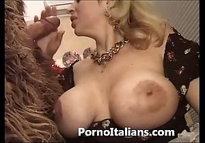 Italian porn jester - porno comico italiano matura scopa bodyguard